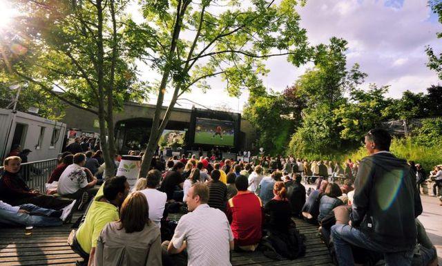 Gemeinsam Spiele schauen macht am meisten Spass, hier während der Euro 08 am Oberen Letten.